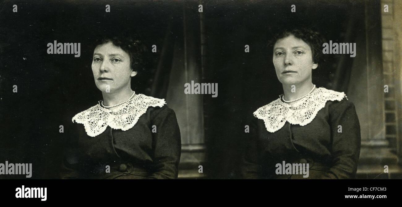 Mujer de vestido negro 1800 1900 white collar de encaje moda mujer tranquila triste retrato Imagen De Stock
