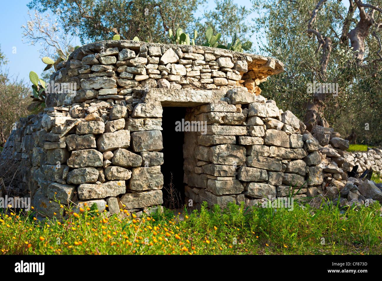 Trullo, un edificio de piedra, en la región de Apulia Italia Imagen De Stock