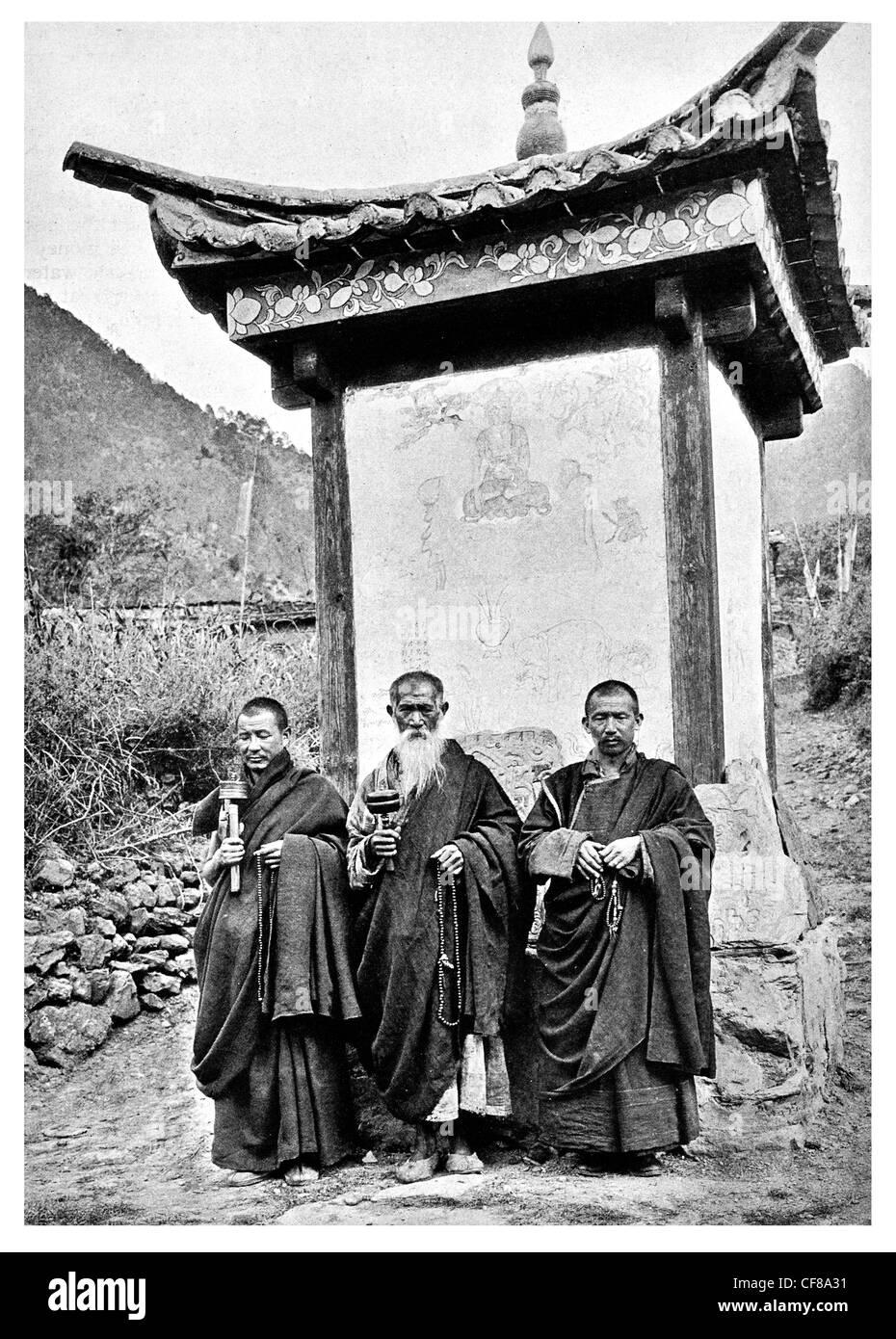 1926 Nashi Lamas de Choni el Santuario Kangpu Lamasterio Tibetano China Foto de stock