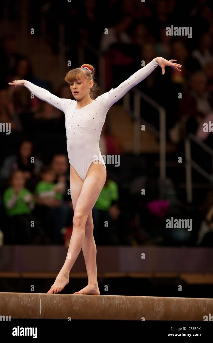 Rebecca Tunney (GBR) compite en la viga de equilibrio en el evento 2012 Copa Americana Gimnasia Imagen De Stock