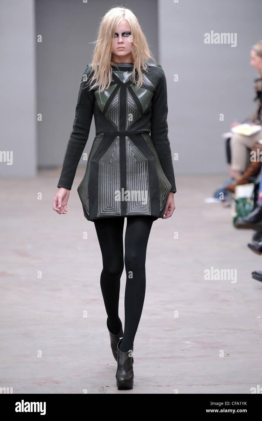 9fc5e01f3d Texturizado gris corto vestido con patrón geométrico