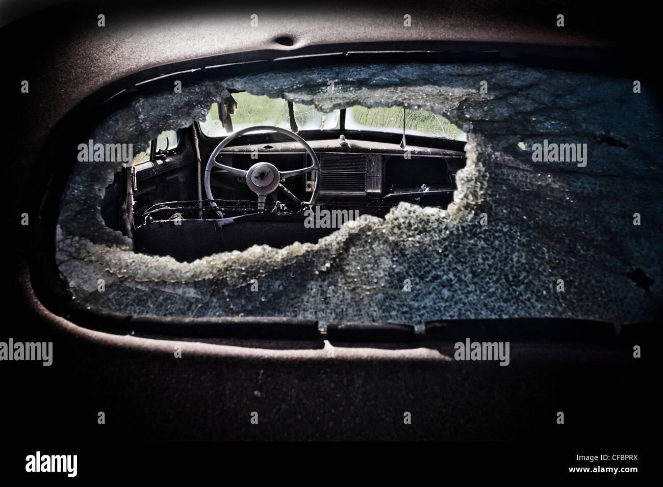 Ver aunque viejo Chevy's rompió la ventana trasera, Saskatchewan, Canadá Imagen De Stock