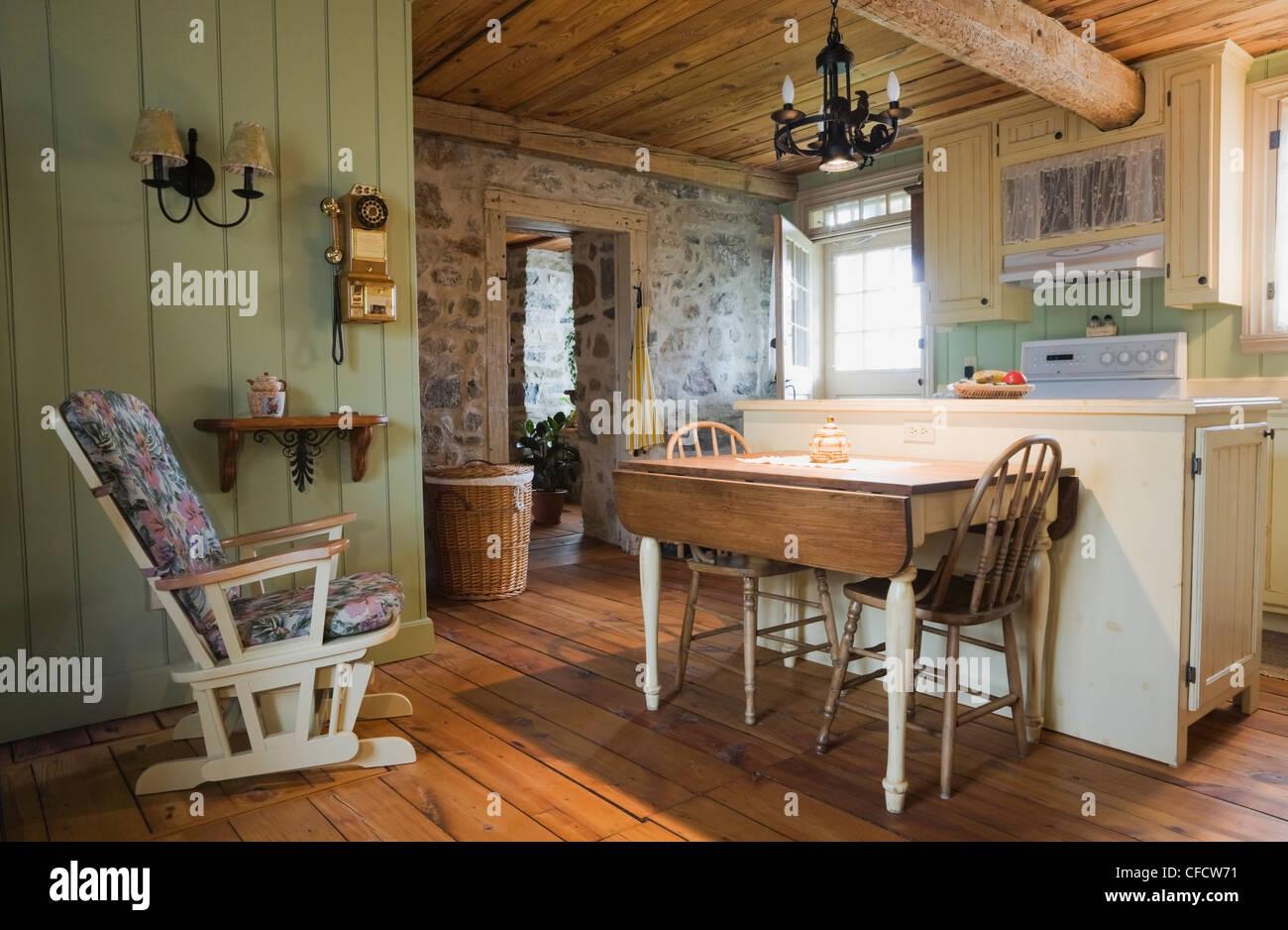 Tabla de cocina muebles antiguos sillas antiguas Foto & Imagen De ...