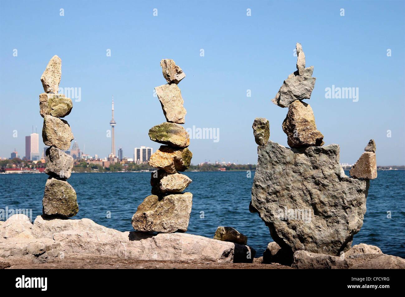 Rocas equilibradas, el Lago Ontario, Toronto, Ontario, Canadá Imagen De Stock