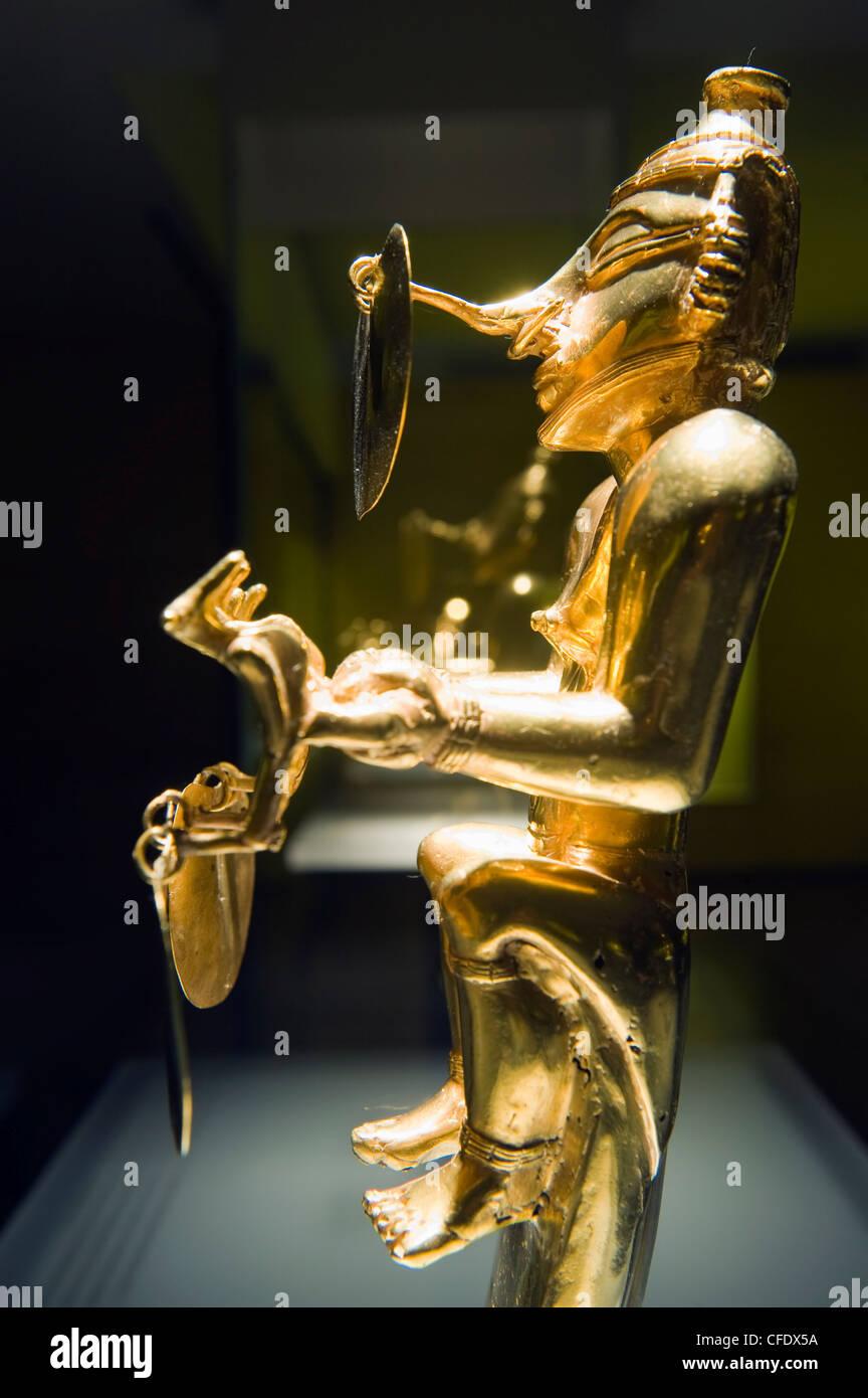 Escultura de oro en el Museo del Oro (Museo de Oro), Bogotá, Sudamérica Imagen De Stock