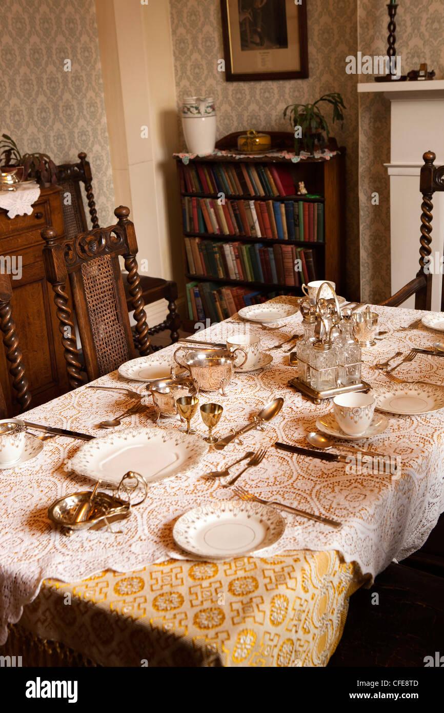 Reino Unido, Inglaterra, Yorkshire, Thirsk, Kirkgate, James Herriot, la cirugía de la mesa del comedor para Imagen De Stock
