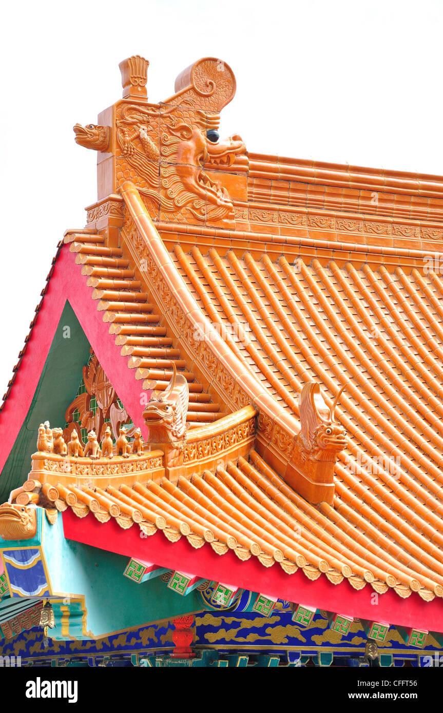 El techo del templo chino en Tailandia (wat nang lui yee2, dragon2) Foto de stock