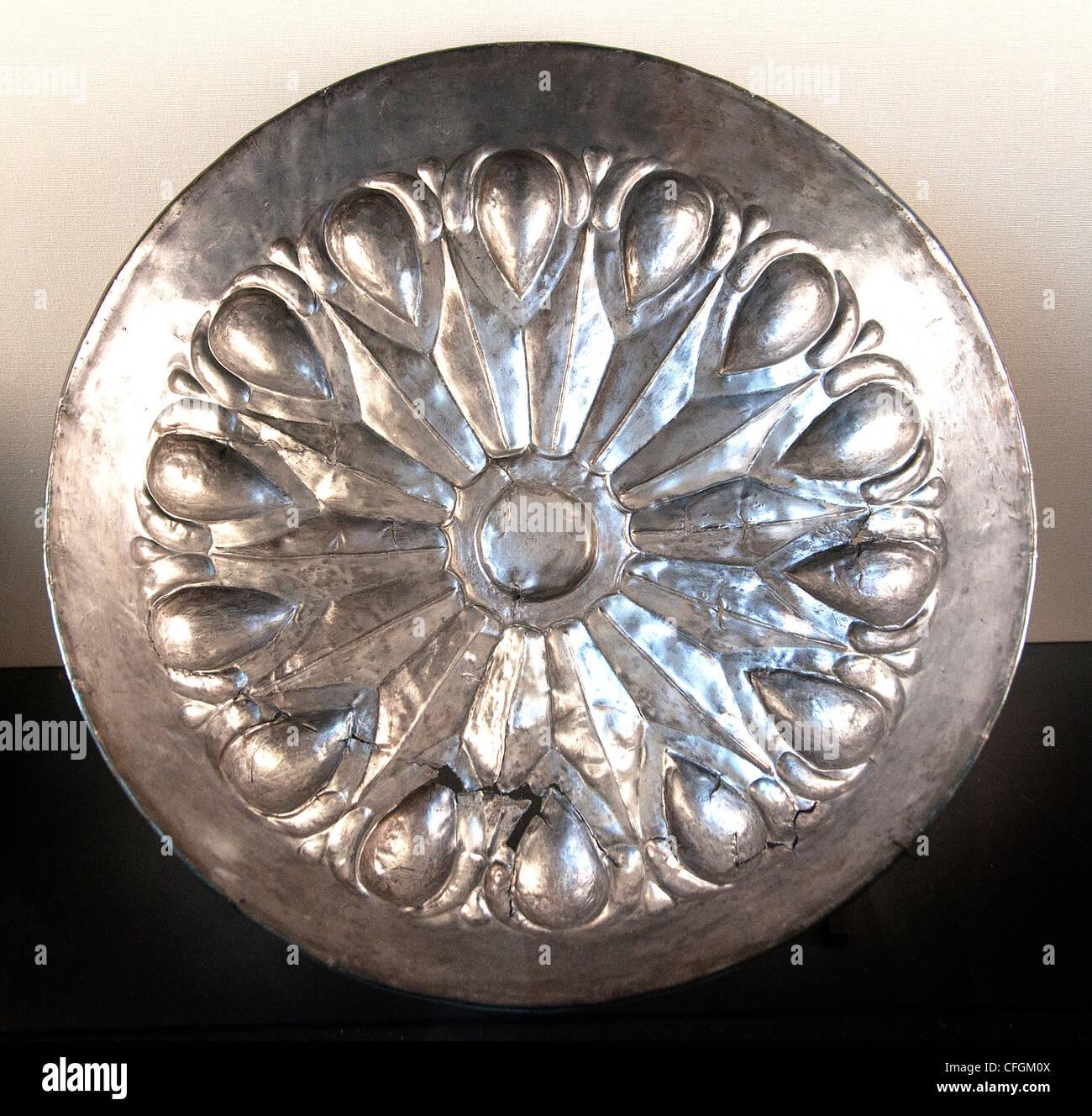 Aqueménidas placa 6ª-4ª c. BC plata repujado irán Persia imperio persa Achaemenian palacio de Darío I en Susa. Foto de stock