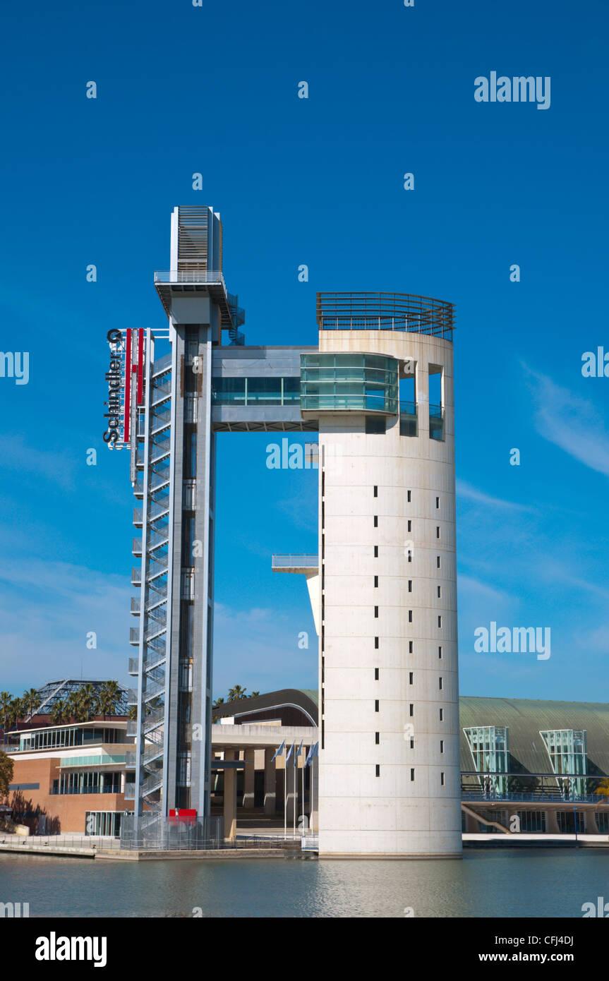 La torre panorámica Schindler (1992), Río Guadalquivir centro de Sevilla Andalucía España Imagen De Stock