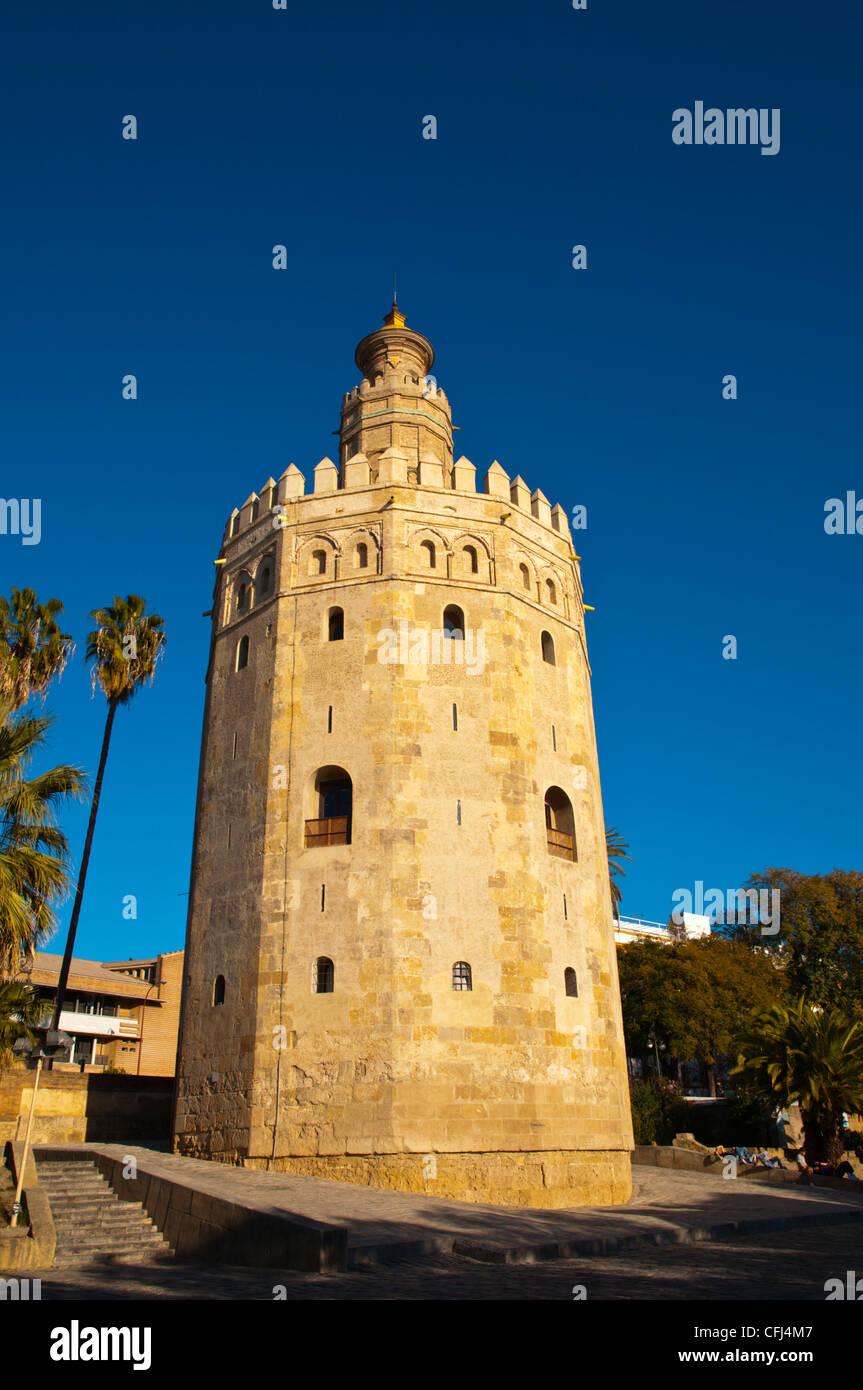 La Torre del Oro (siglo xiii) a lo largo de Paseo del Marqués del Contadero paseo ribereño Sevilla Andalucía Imagen De Stock