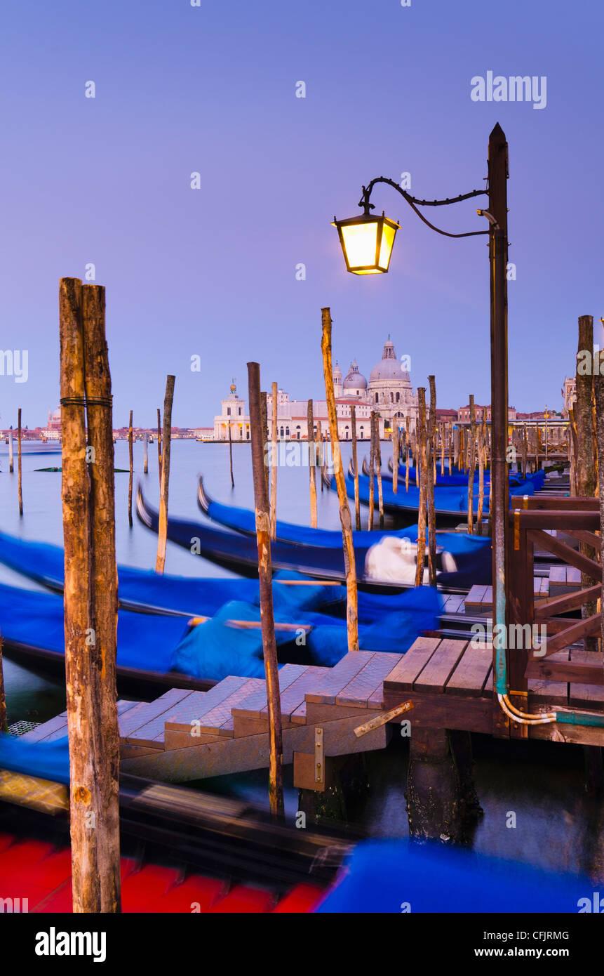 Iglesia de Santa Maria della Salute a través Basino di San Marco, Venecia, Sitio del Patrimonio Mundial de Imagen De Stock