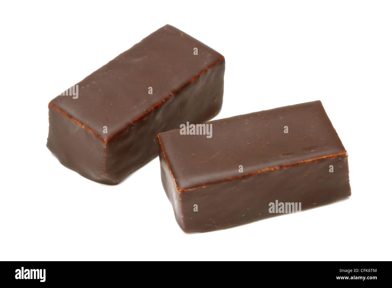 El chocolate praliné aislado sobre fondo blanco. Foto de stock