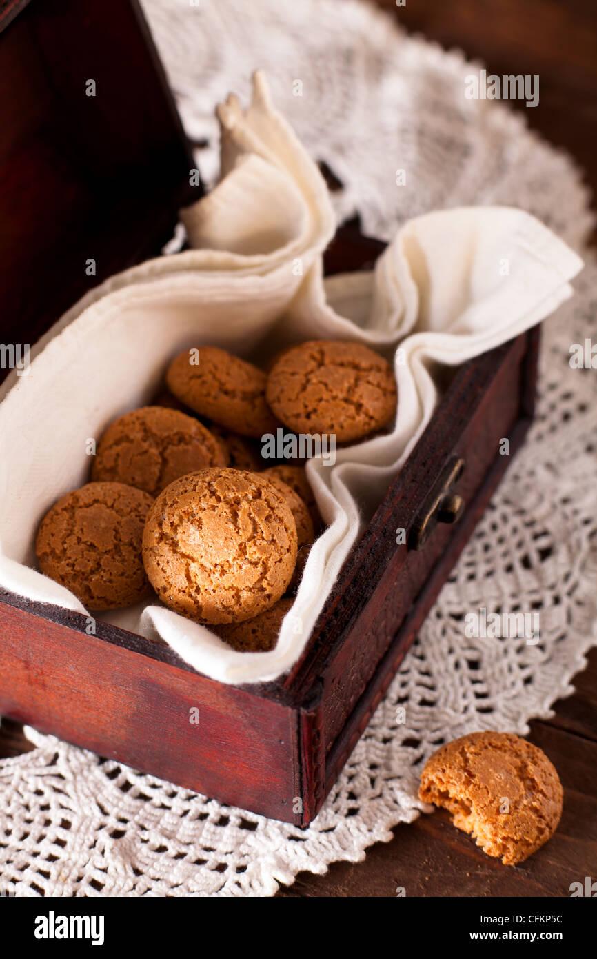 Amaretti galletas tradicionales italianas, hecho de almendras Imagen De Stock