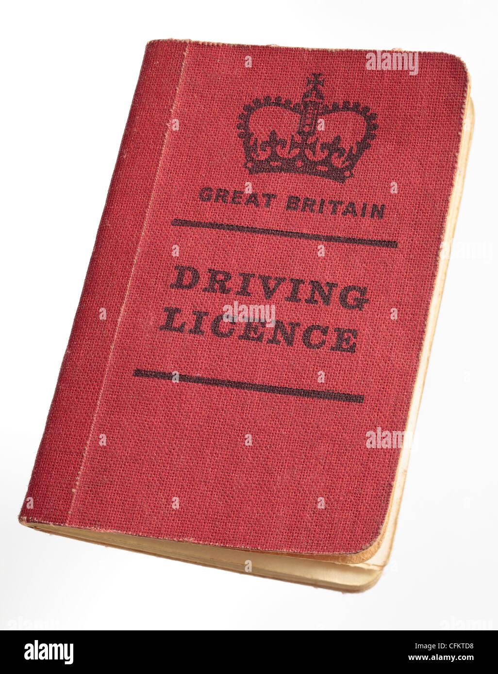 Cubierta roja de estilo antiguo carné de conducir británico desde finales de los 60's Imagen De Stock