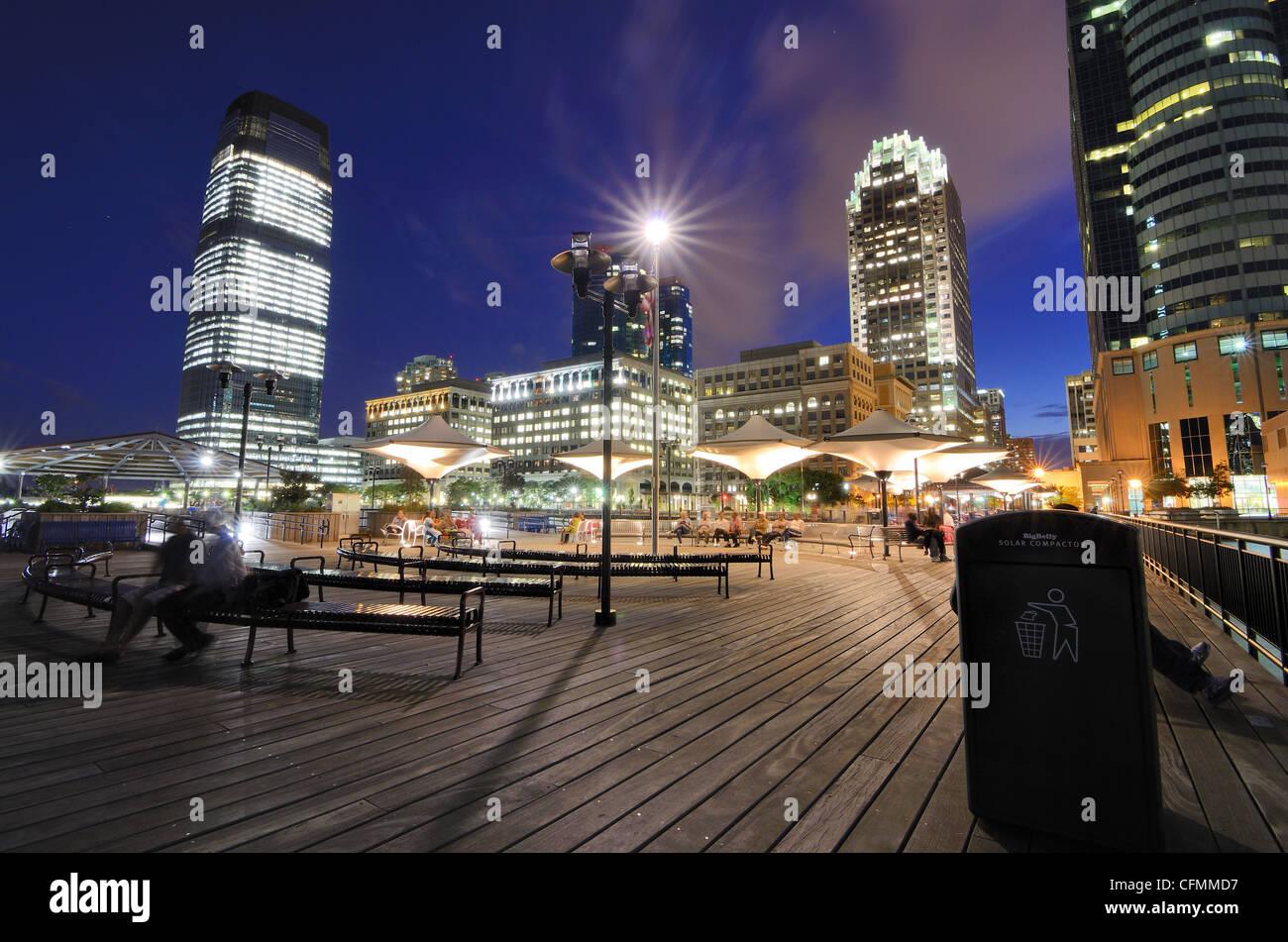Pier en Exchange Place en Jersey City, Nueva Jersey, EE.UU.. Imagen De Stock