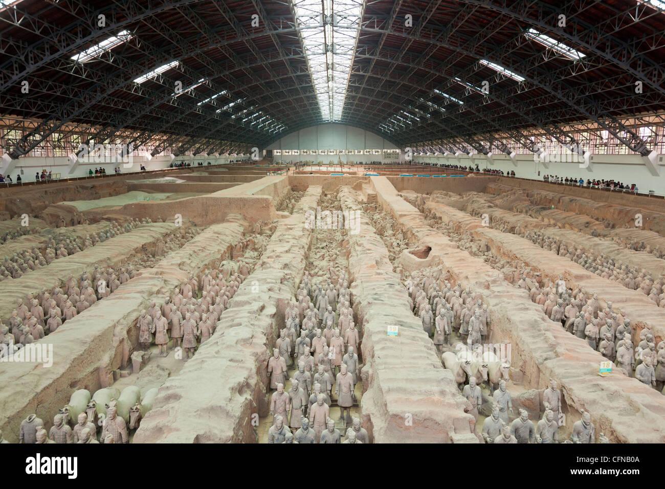 Ejército de guerreros de terracota, el hoyo número 1, Xian, Shaanxi, China, Asia Imagen De Stock