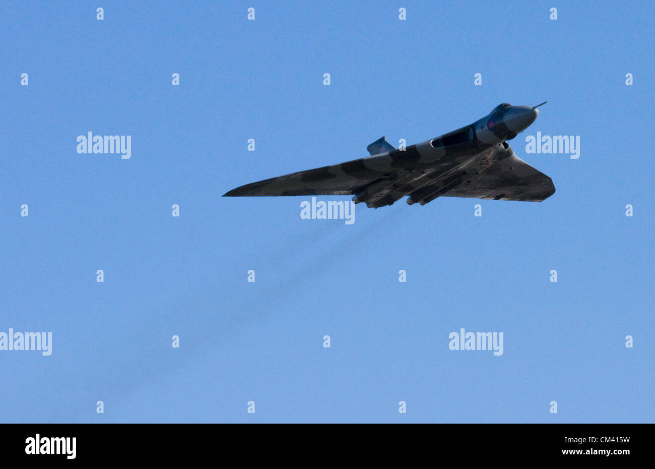 Restaurado Bombardero Vulcan XH558 hace un aeródromo flypast en Filton Bristol el 29 de septiembre de 2012. Imagen De Stock