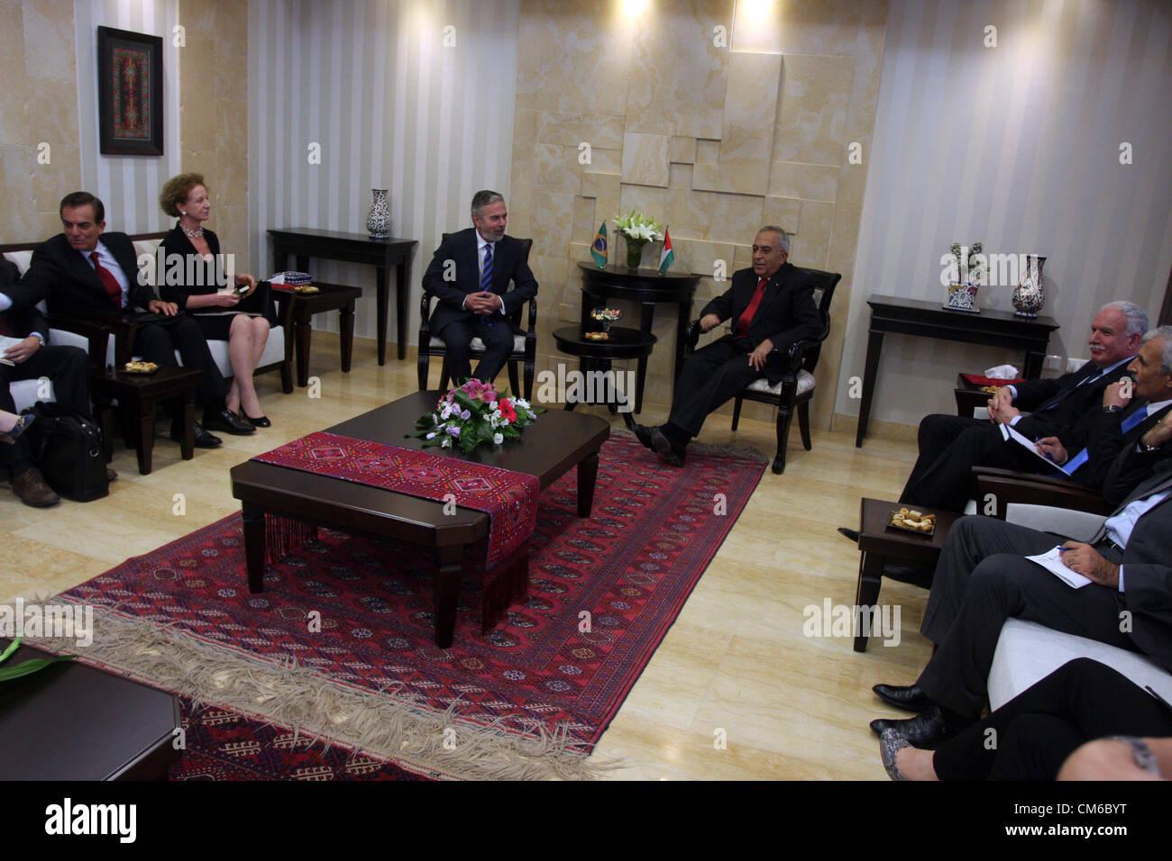 Octubre 16, 2012 - Ramallah, Ribera Occidental, Territorio Palestino - el Primer Ministro palestino Salam Fayyad Foto de stock