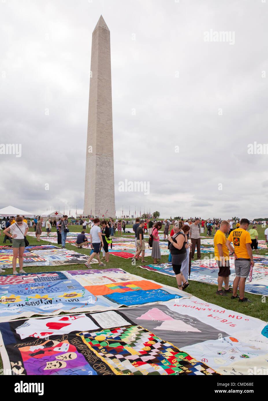 Sida Memorial Quilt paneles se puso en exhibición en el Mall para conmemorar su 25 aniversario, por delante Imagen De Stock