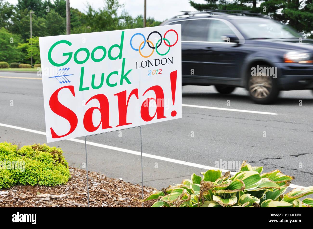 Asistencia en carretera póster para Connecticut remero Sara Hendershot que calificaron para la final en las Olimpiadas de Verano. Avon, Connecticut, EE.UU. Foto de stock
