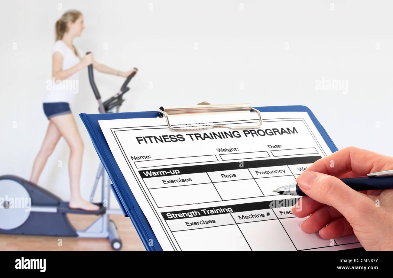 Escritura a mano Programa de fitness en el gimnasio. Imagen De Stock