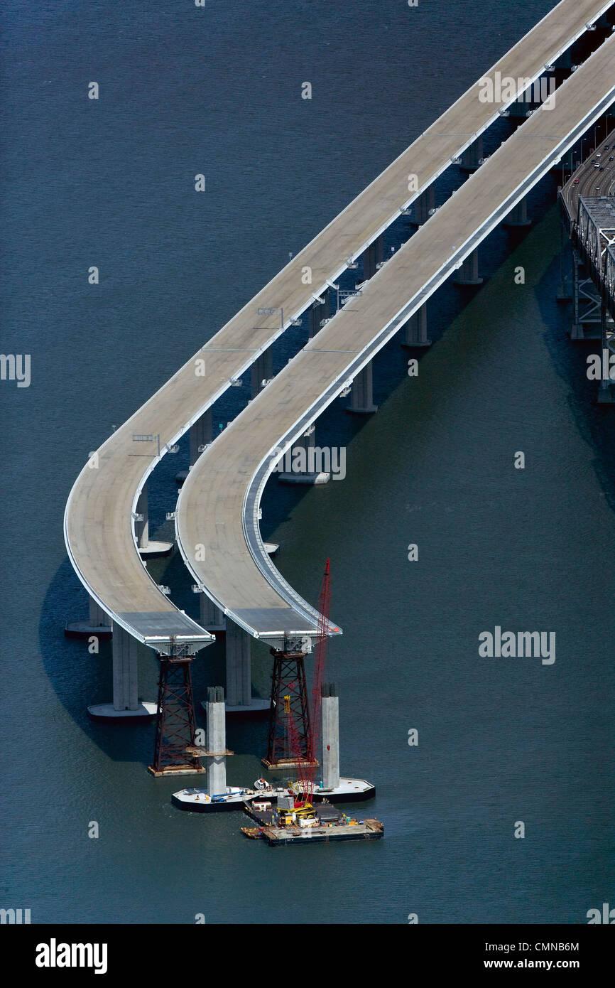 Fotografía aérea de San francisco Oakland Bay Bridge construcción Foto de stock