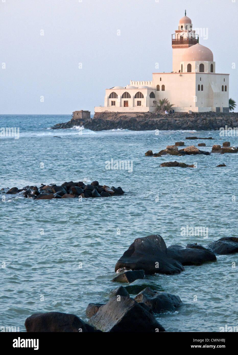 Asia Arabia Saudí Del Mar mezquita en el waterfront en Jeddah. Imagen De Stock