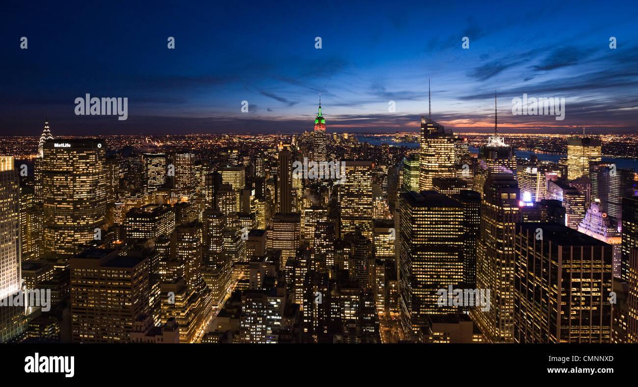 Una vista de Manhattan desde el centro de Rockefeller durante las vacaciones en la Ciudad de Nueva York, EE.UU., Imagen De Stock