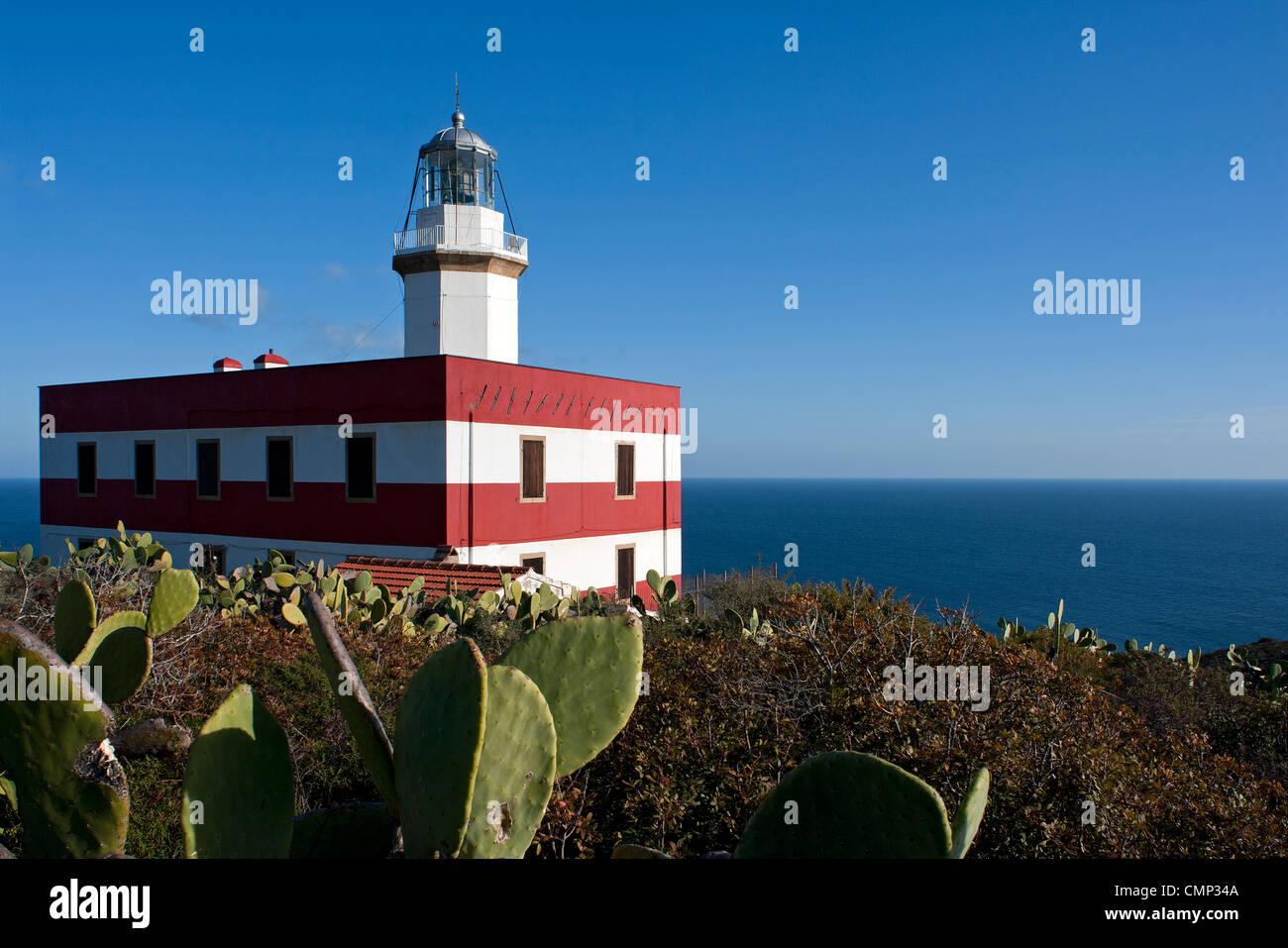 Capel Rosso, el faro de la isla de Giglio, Grosseto, Toscana, Italia Imagen De Stock
