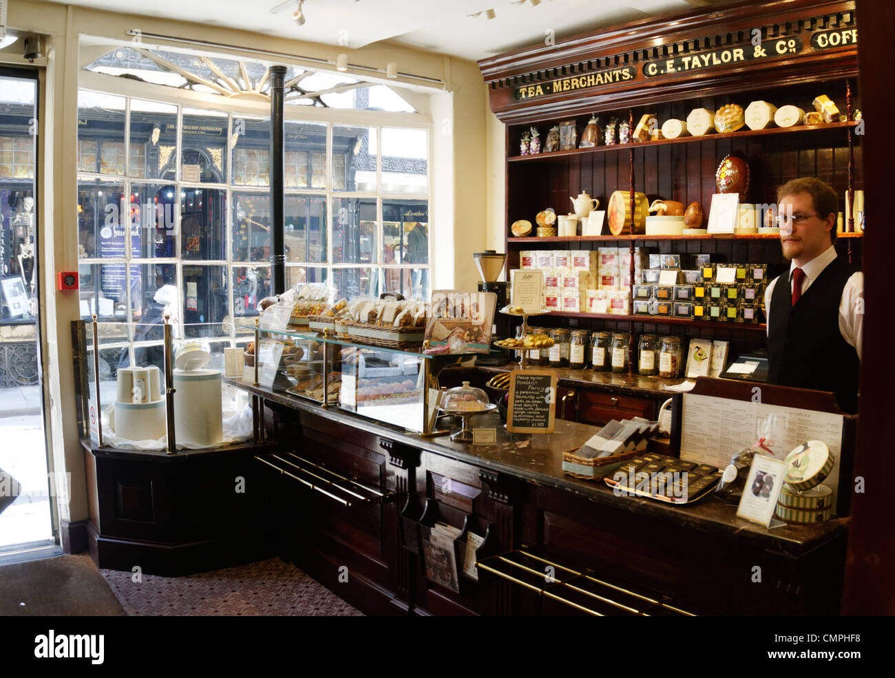 Dentro de las salas de té Bettys tienda en Stonegate, York, REINO UNIDO Imagen De Stock