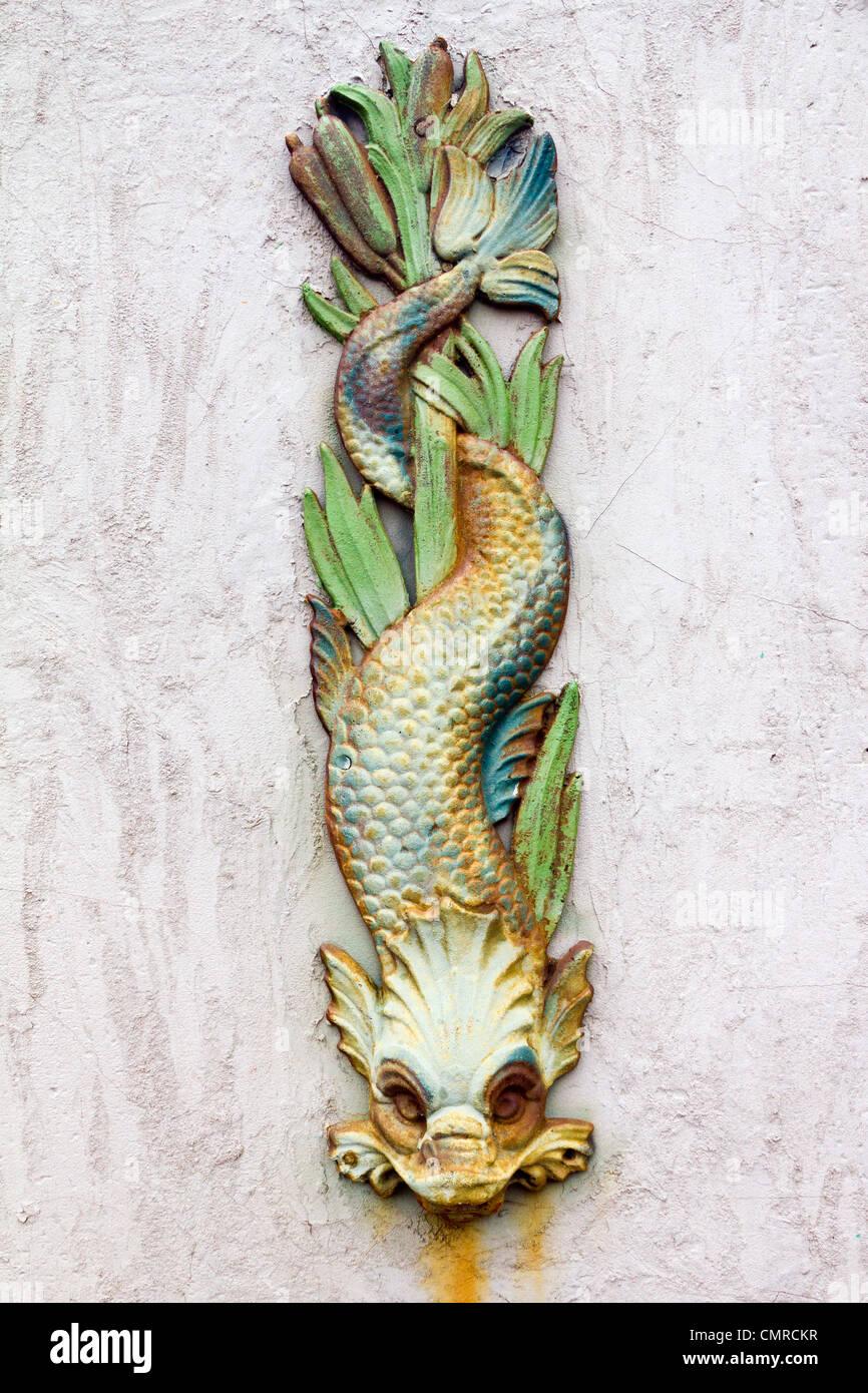 Símbolo de dragón con viejos Rusty Grunge Texture Foto de stock