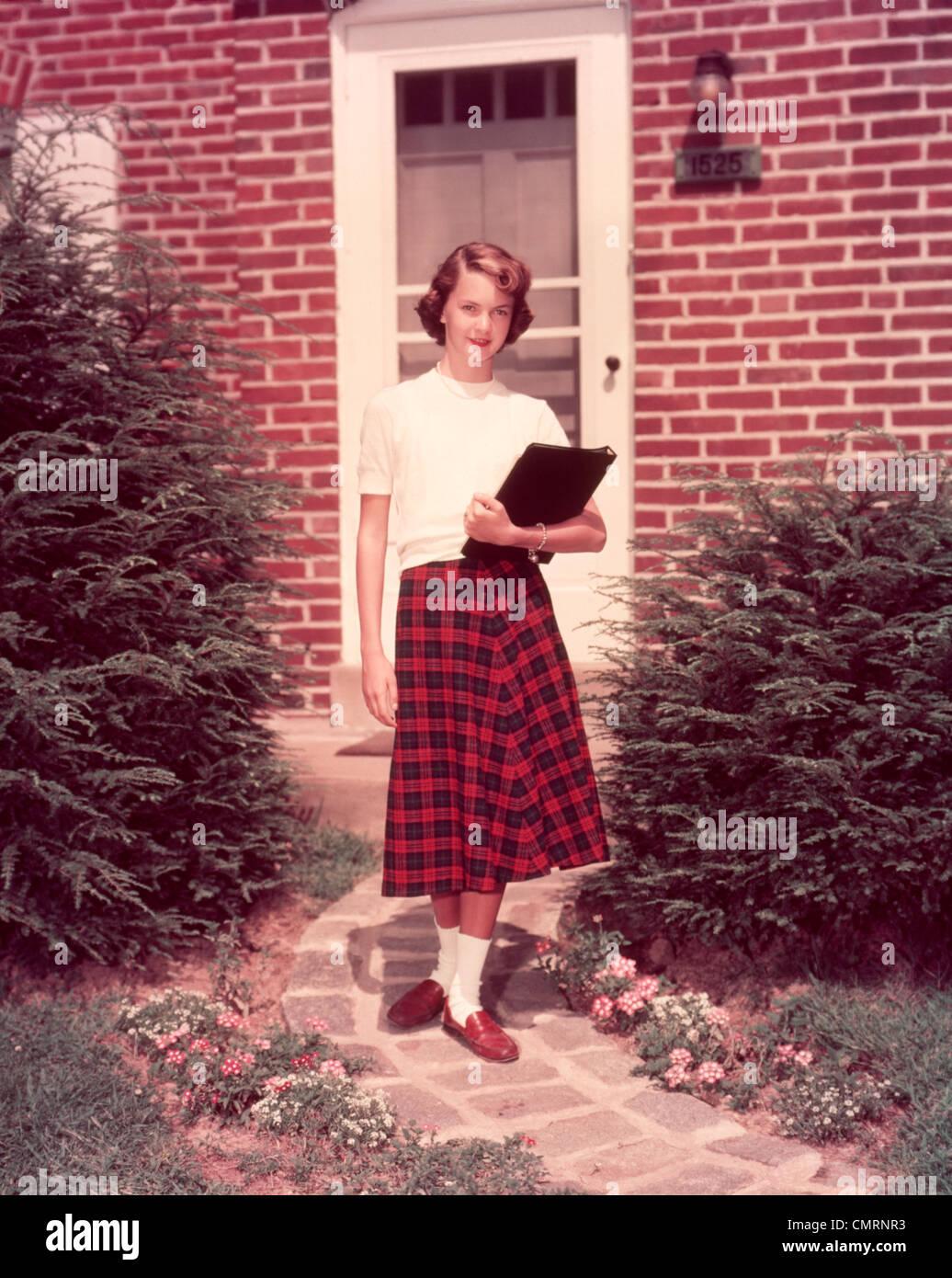 1950s Woman Walking Imágenes De Stock & 1950s Woman Walking Fotos De ...