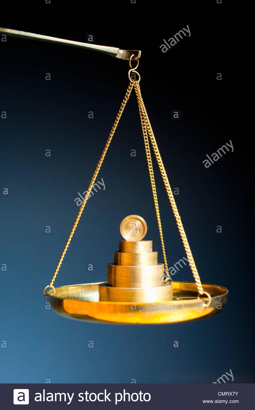 Peso en báscula Imagen De Stock