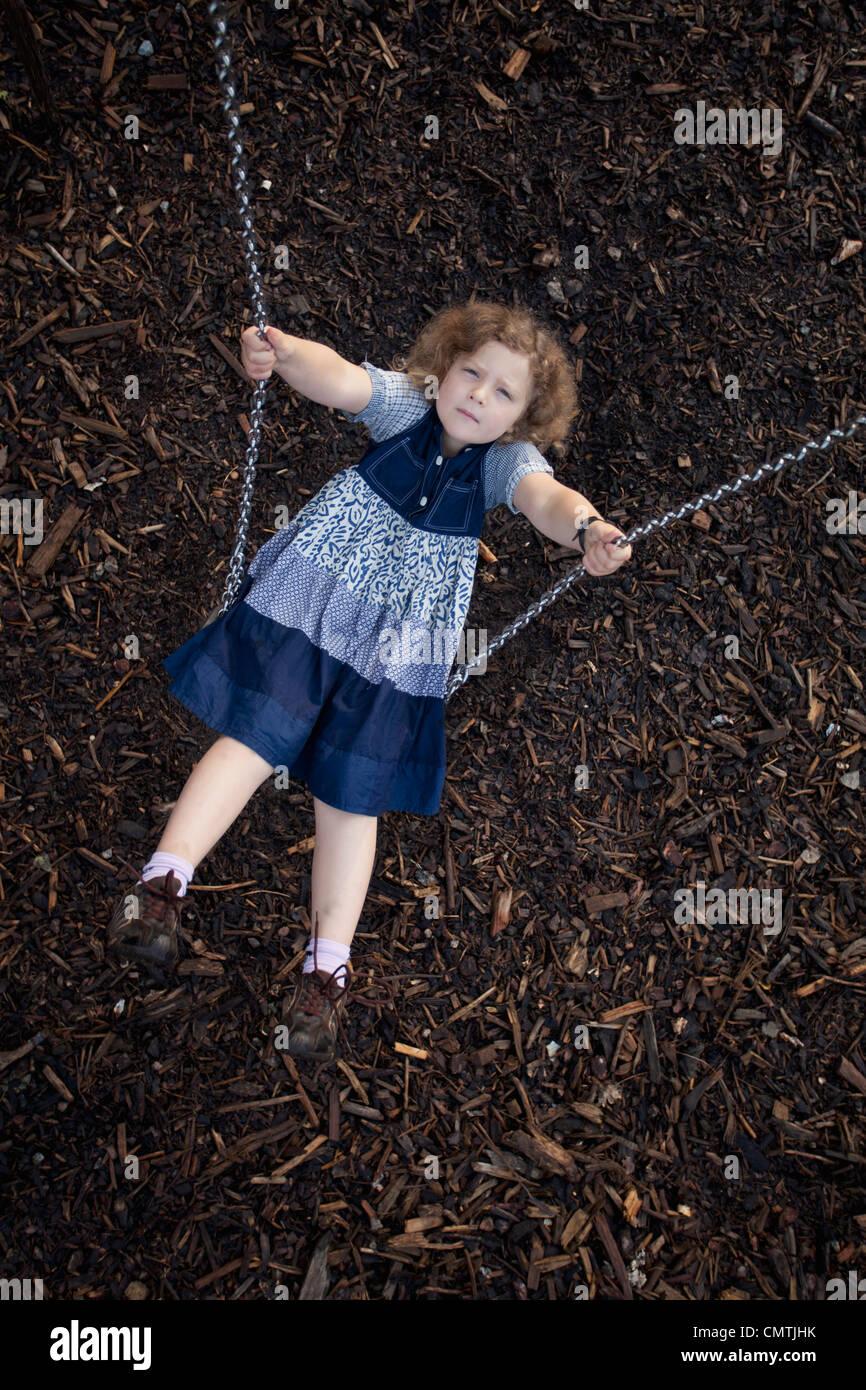 Chica (8-9) en swing Imagen De Stock