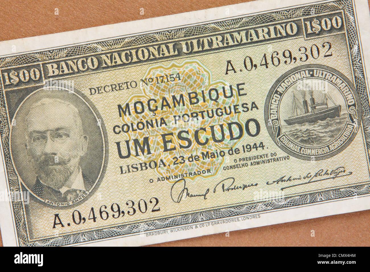 Mozambique - Banco nota de la ex colonia portuguesa de Mozambique Moçambique fecha 1944 emitida en Lisboa Imagen De Stock