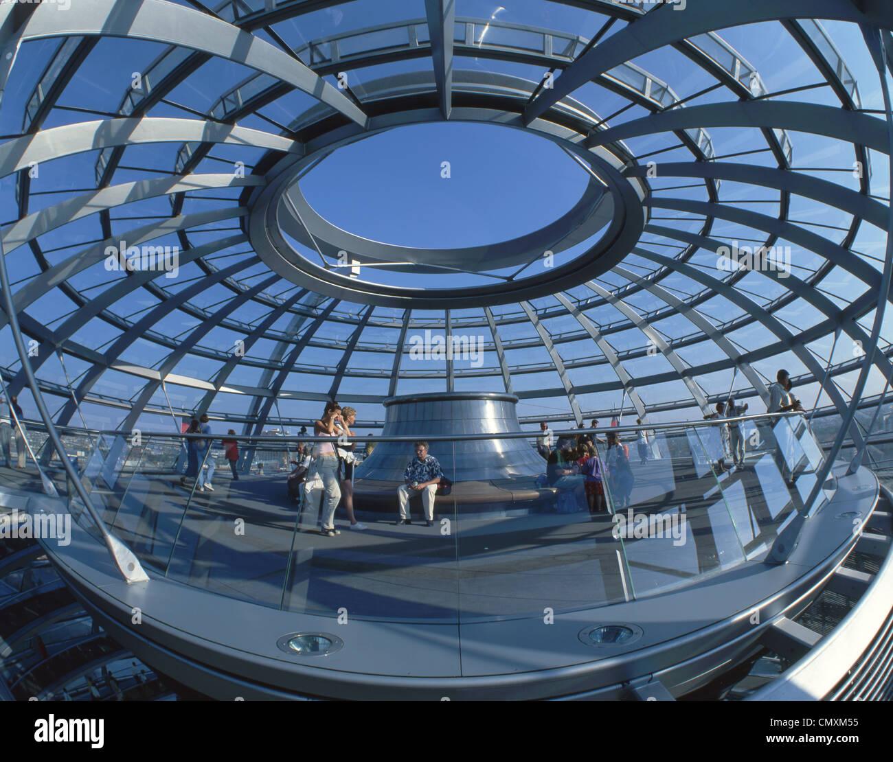 Berlín, el Reichstag, la cúpula de Norman Foster, interieur Foto de stock