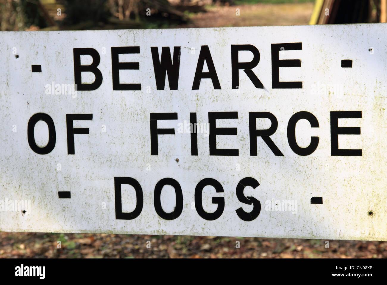 Inglaterra Oxfordshire Cuídese de feroces perros aviso Imagen De Stock