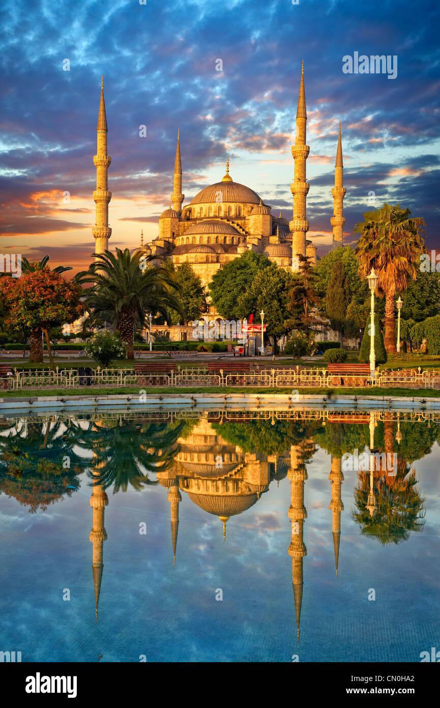 La MEZQUITA AZUL (sultanahmet Camii) Estambul, Turquía Imagen De Stock