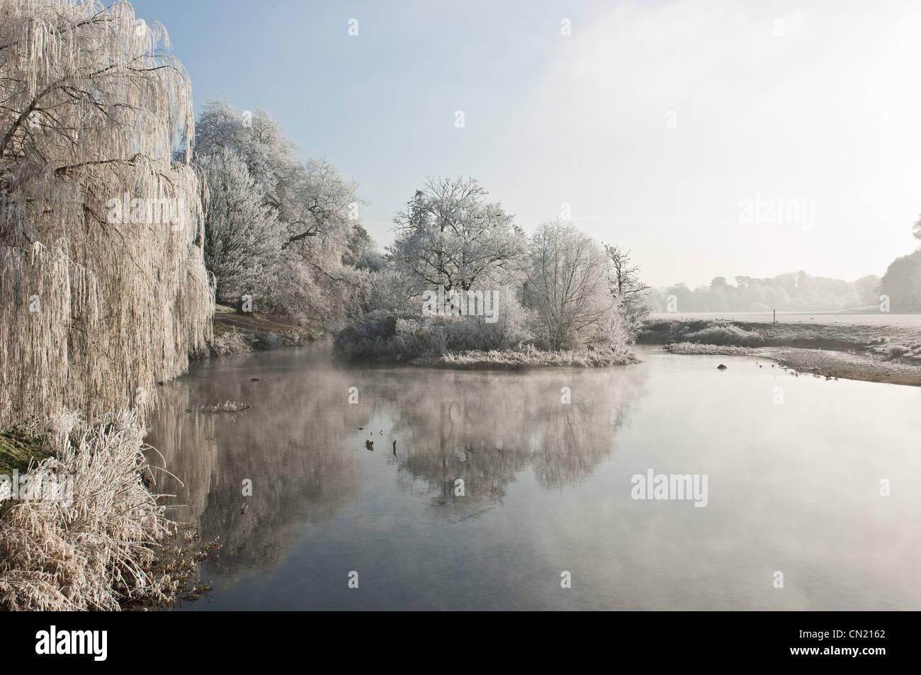 Lago de heladas en invierno Foto de stock
