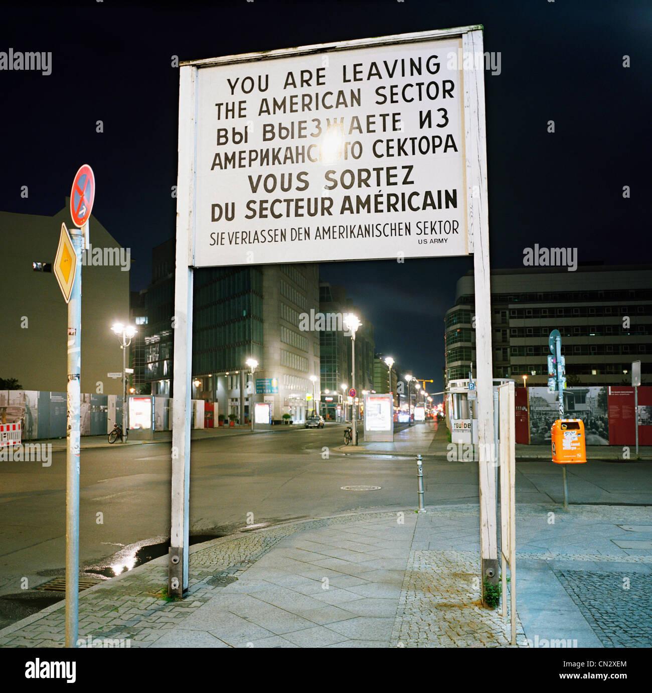 Antiguo signo de la Guerra Fría, Berlín, Alemania Imagen De Stock