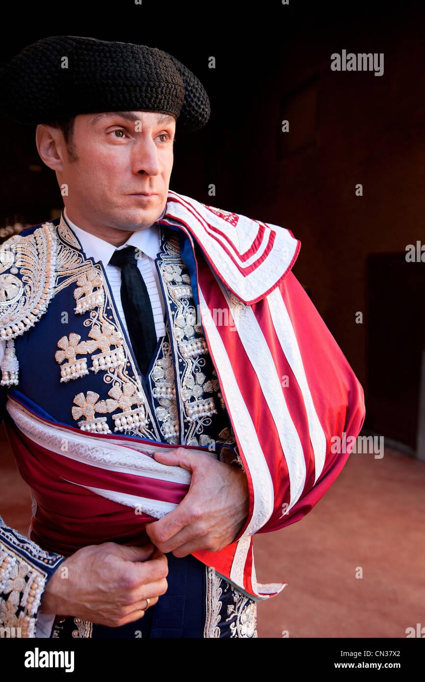 Torero vistiendo ropas tradicionales en la ceremonia de apertura, la Plaza de Toros de Las Ventas, Madrid Imagen De Stock