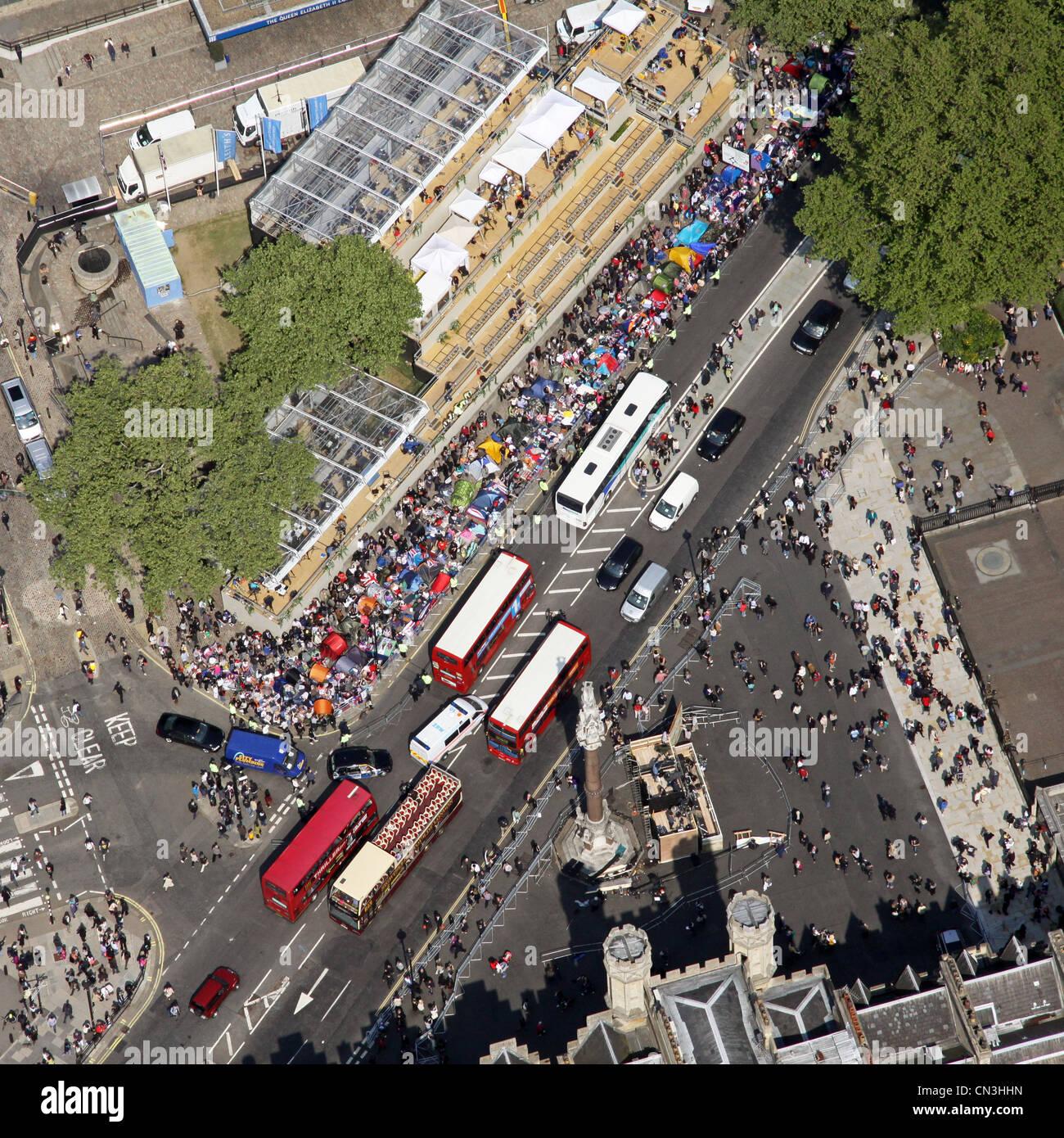 Vista aérea de autobuses de Londres y la concurrida calle de Londres Imagen De Stock