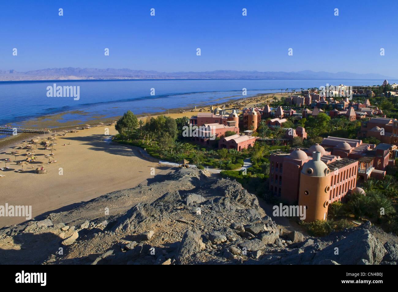 Egipto, el desierto del Sinaí en el Mar Rojo, Taba, playas de Hyatt Resort Hotel, frente a la costa de Jordania Imagen De Stock