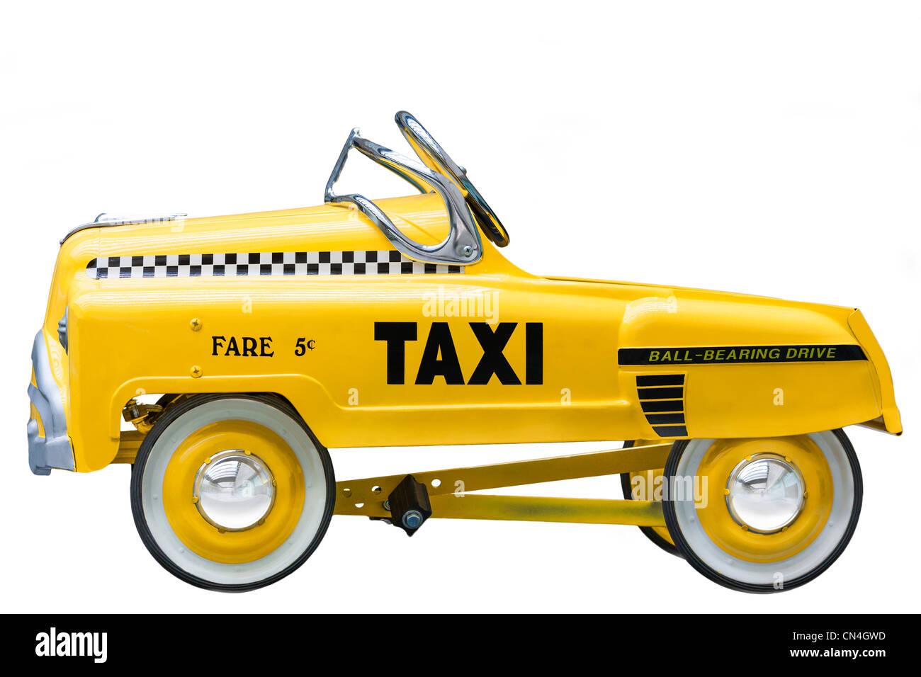 Kid's talla pequeña versión de un vintage amarillo Taxi de Nueva York. Empujar una bicicleta de coches Imagen De Stock