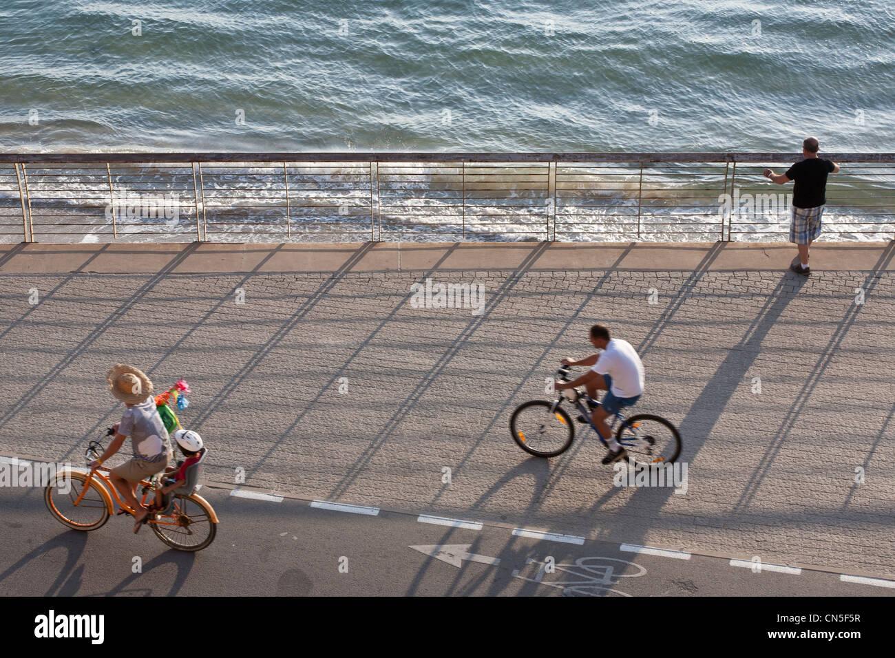 Israel, Tel Aviv, Lahat paseo marítimo cerca del puerto Imagen De Stock