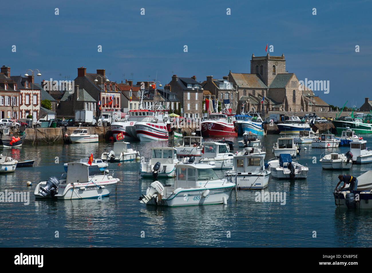 Francia, Manche, Barfleur, etiquetados Les Plus Beaux aldeas de France (Los pueblos más bellos de Francia), el puerto pesquero Foto de stock