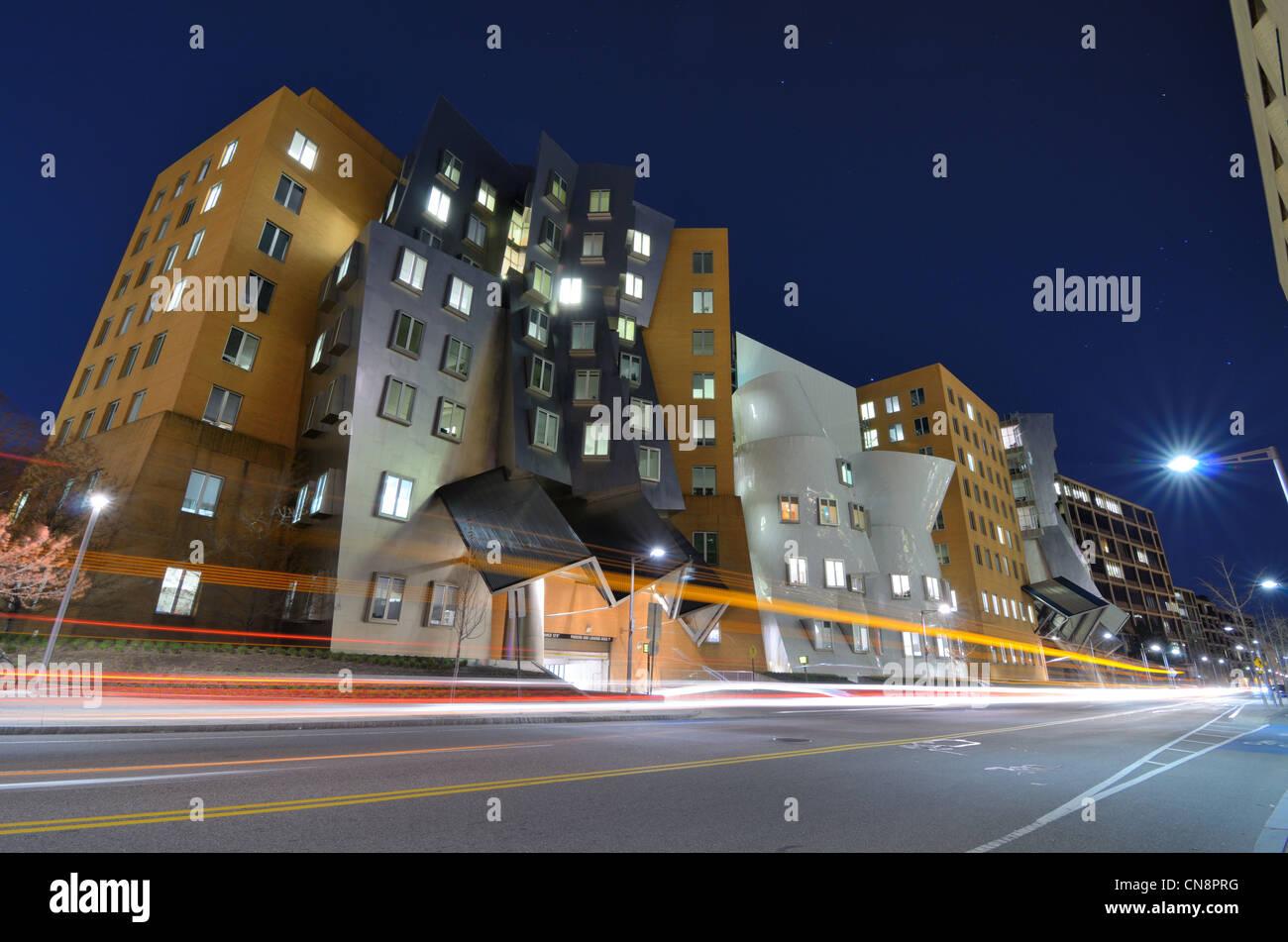 Ray and Maria Stata Center en el campus del MIT, construido por su premiada arquitectura Frank Gehry. Imagen De Stock