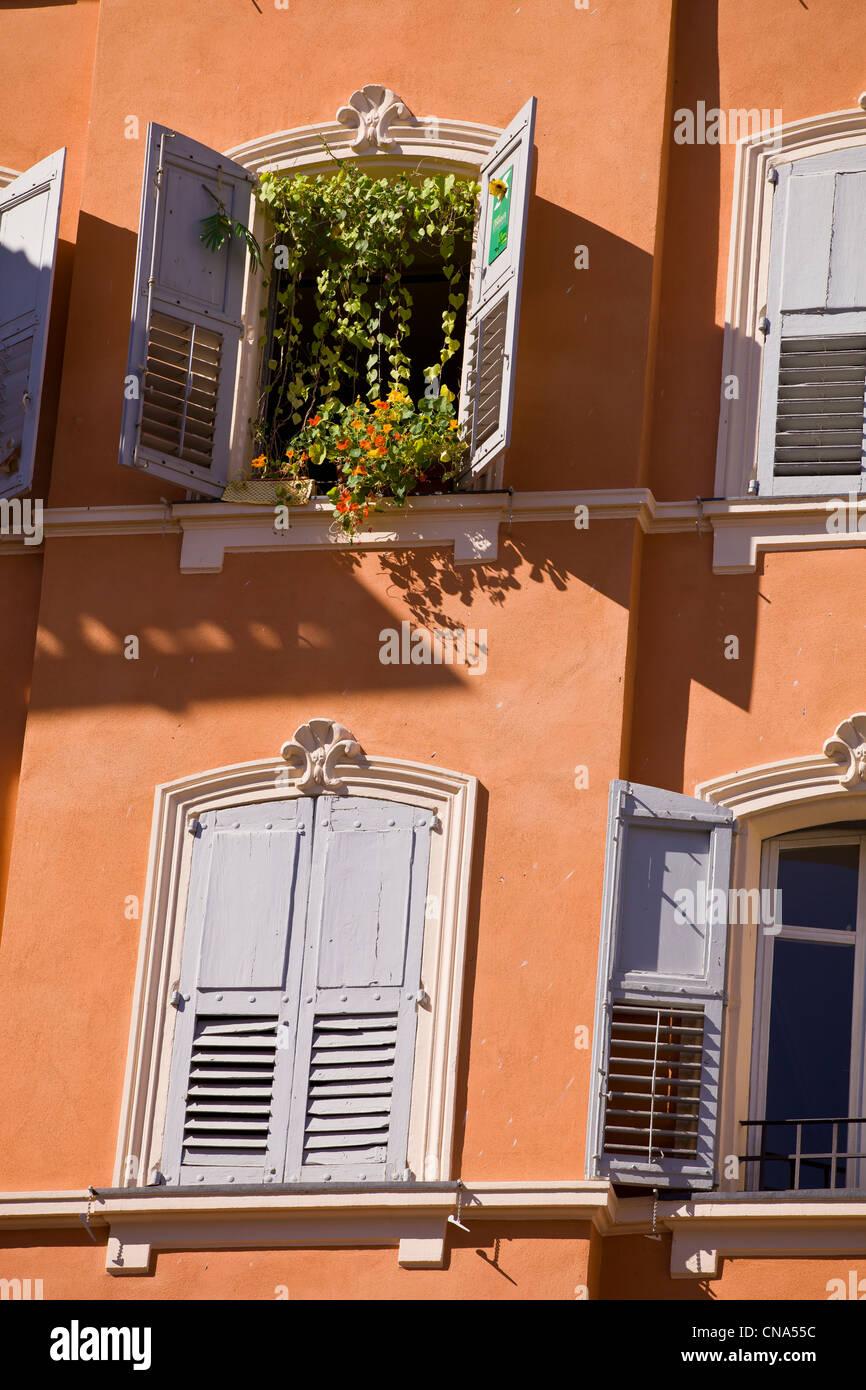 Francia, Alpes Maritimes, Grasse, floral de la fachada del centro de la ciudad Imagen De Stock