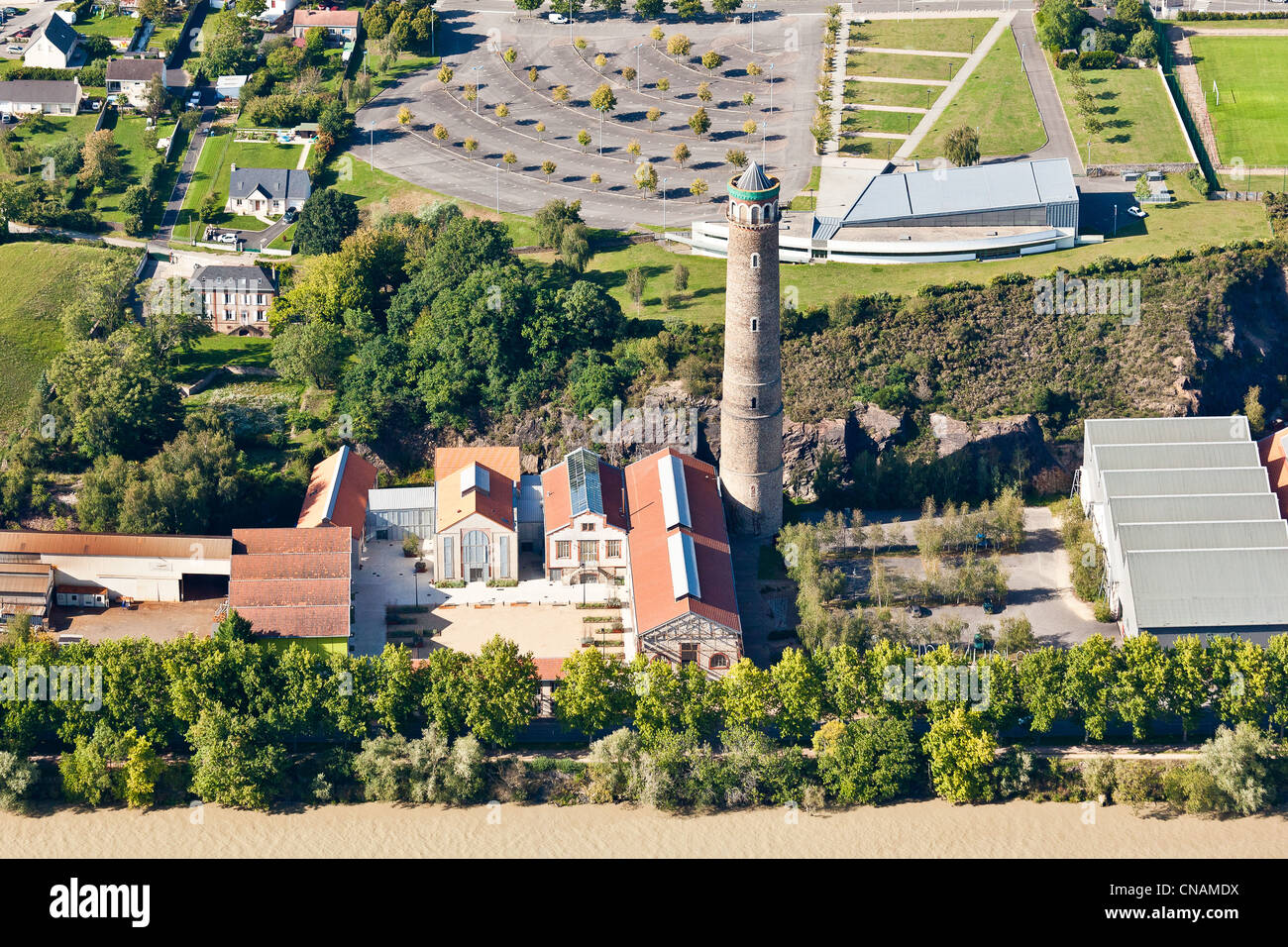 Francia, Loire-Atlantique, Couéron, la torre de plomo (fotografía aérea) Imagen De Stock
