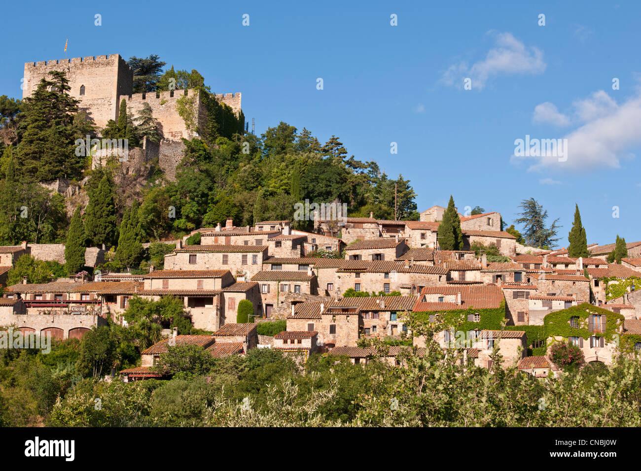 Francia, Pirineos Orientales, Castelnou, etiquetados Les Plus Beaux aldeas de France (Los pueblos más bellos de Francia), el Foto de stock